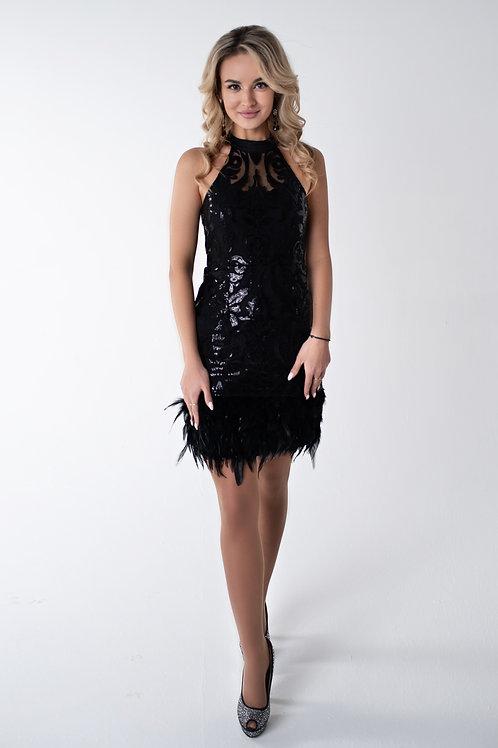 Вечернее платье с перьями