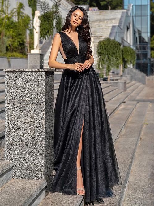 Оригинальное платье с разрезом