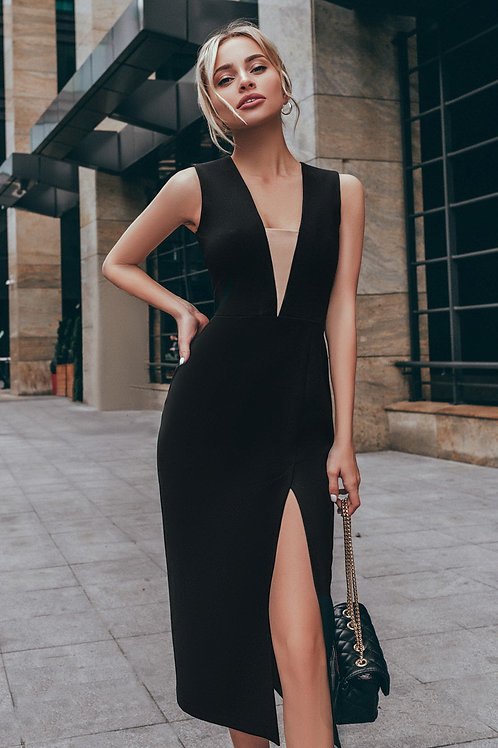 Стильное платье с разрезом
