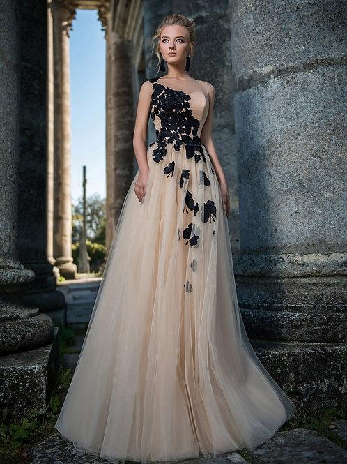 Потрясающее платье с бабочками