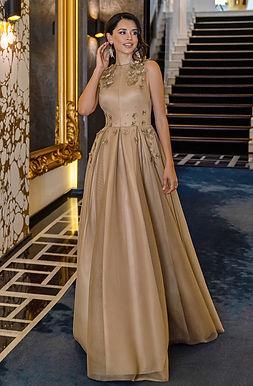 Изящное вечернее платье с декором