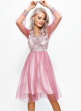 Вечернее платье с прозрачными рукавами