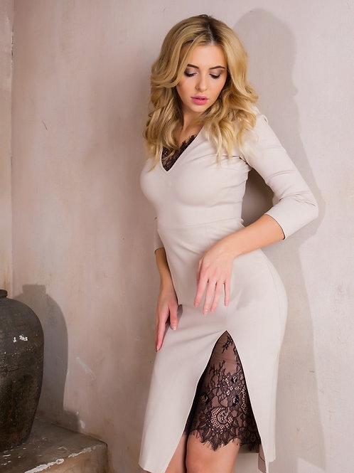 Трикотажное платье с кружевной вставкой