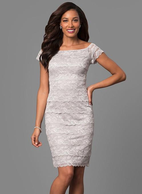 Кружевное платье с рукавом