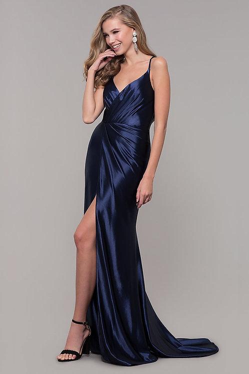 Эффектное платье с разрезом