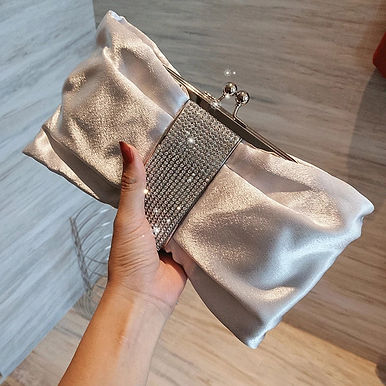 Сатиновый клатч серебро