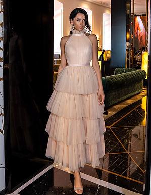 Эффектное ярусное платье Шарлиз