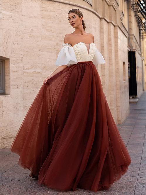 Романтичное платье с открытыми плечами