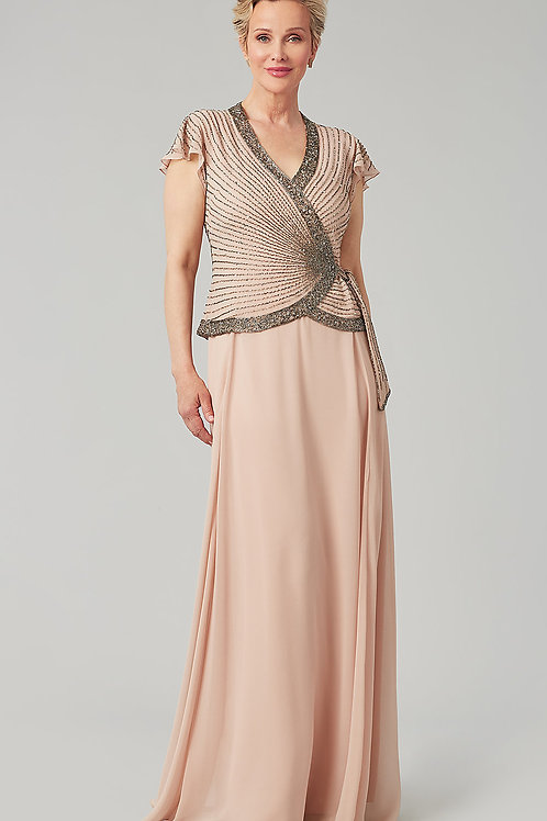 Вечернее платье с рукавами крылышками
