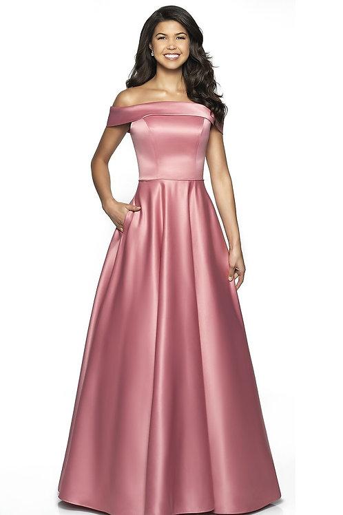 Сатиновое платье с открытыми плечами