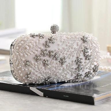 Роскошый клатч с кристаллами и жемчугом