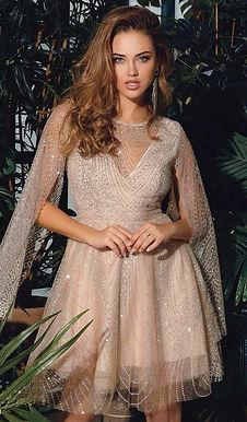 Блестящее платье с кейп рукавами