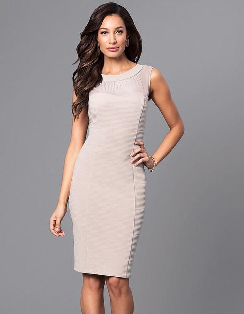 Короткое вечернее платье с люрексом