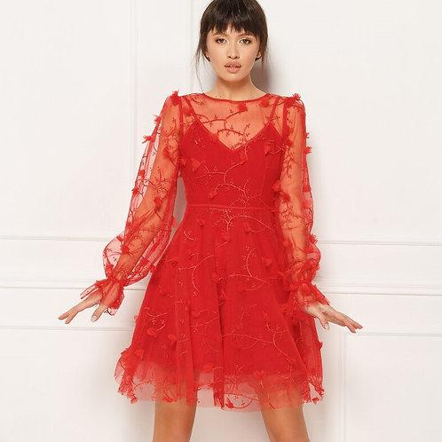 Яркое алое платье