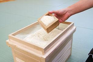 茶箱を米びつに