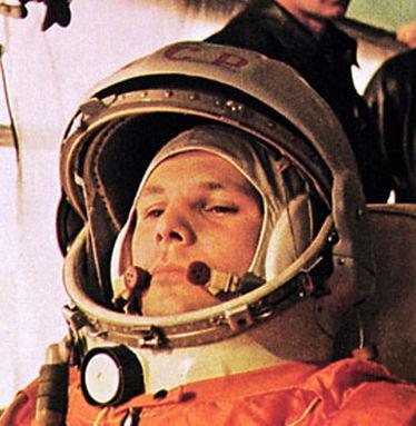 11 Yuri_Gagarin_on_his_way_to_the_launch