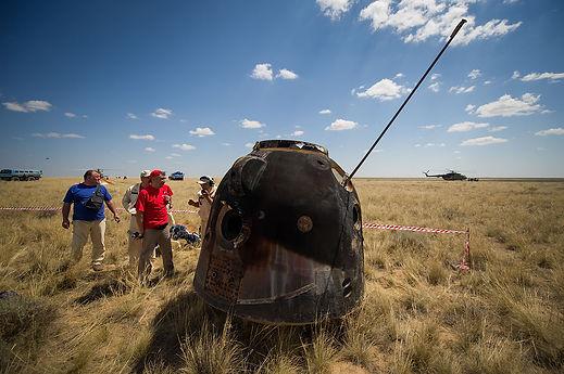 83 landing capsule.jpg