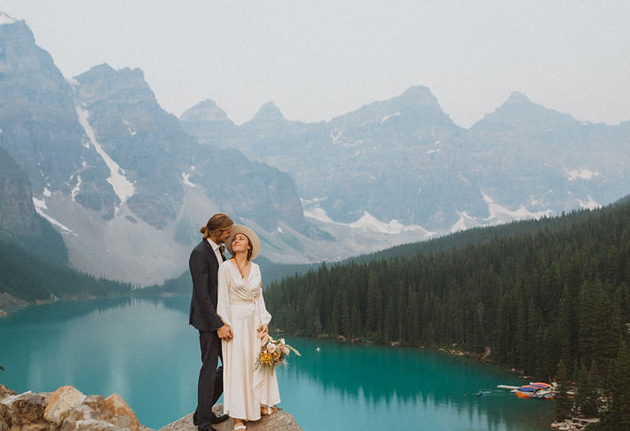 moraine_lake_sunrise_mountain_elopement_liv_hettinga_photography-32.jpg