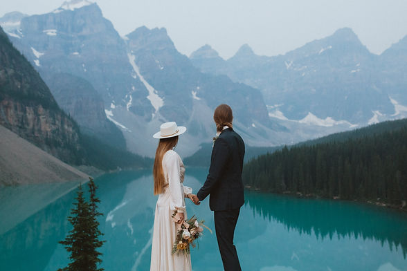 moraine_lake_sunrise_mountain_elopement_liv_hettinga_photography-8.jpg