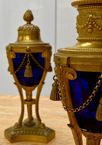 Pair of 19th century cassolettes in cut blue glass and gilded bronze