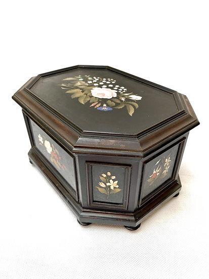 An Italian 19th c pietra dura casket, probably Montelatici workshop, Florence