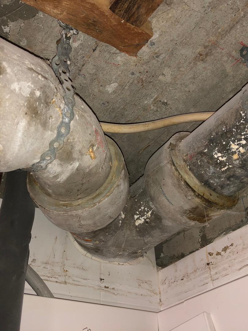 Leckage einer Abwasserleitung.