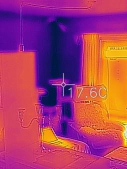 Wärembrücken an der Außenwandecke eines Wohnhauses.