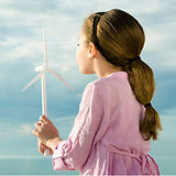 Chica con el molino de viento de juguete