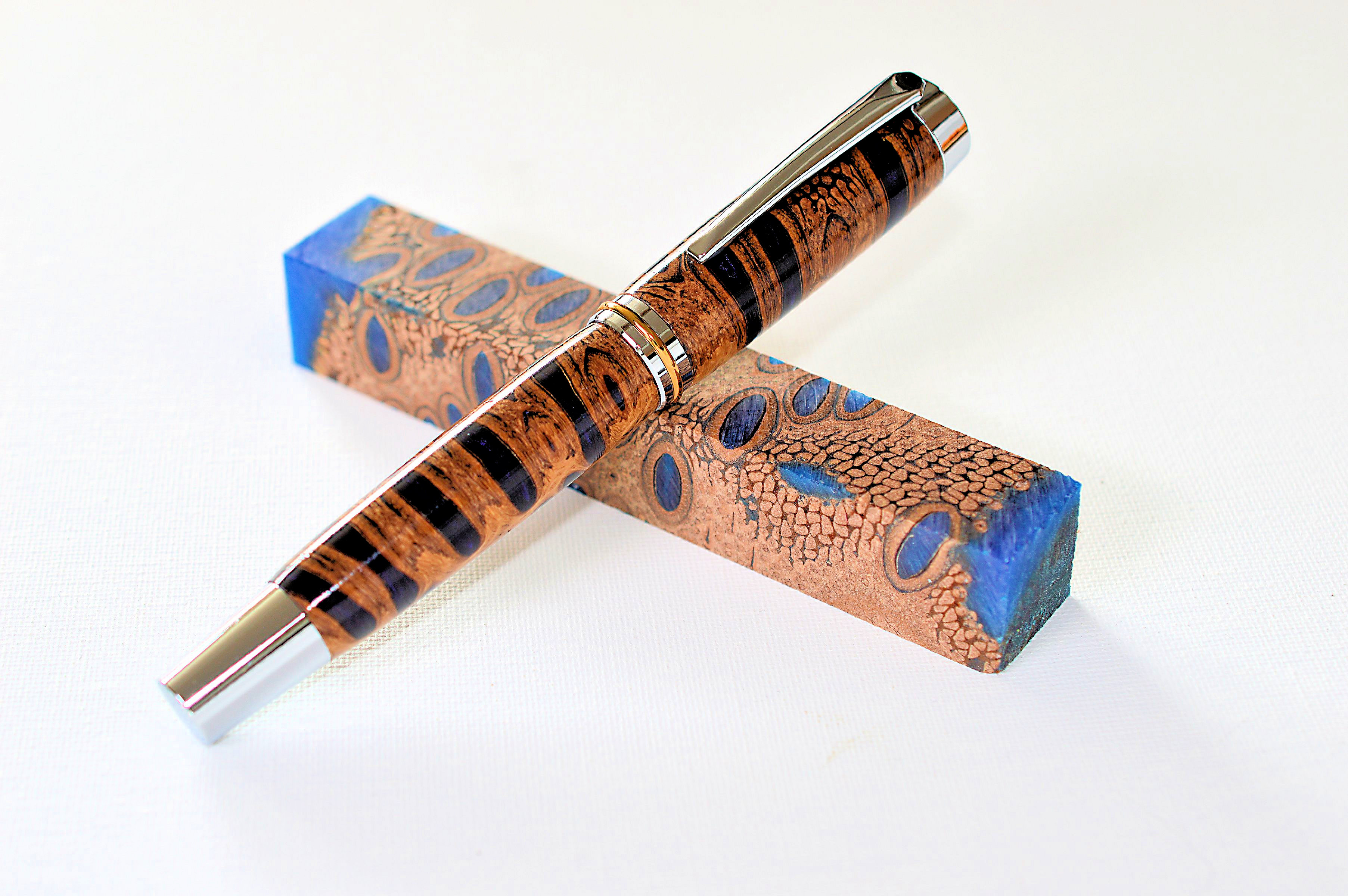 Füller Banksiazapfen blau