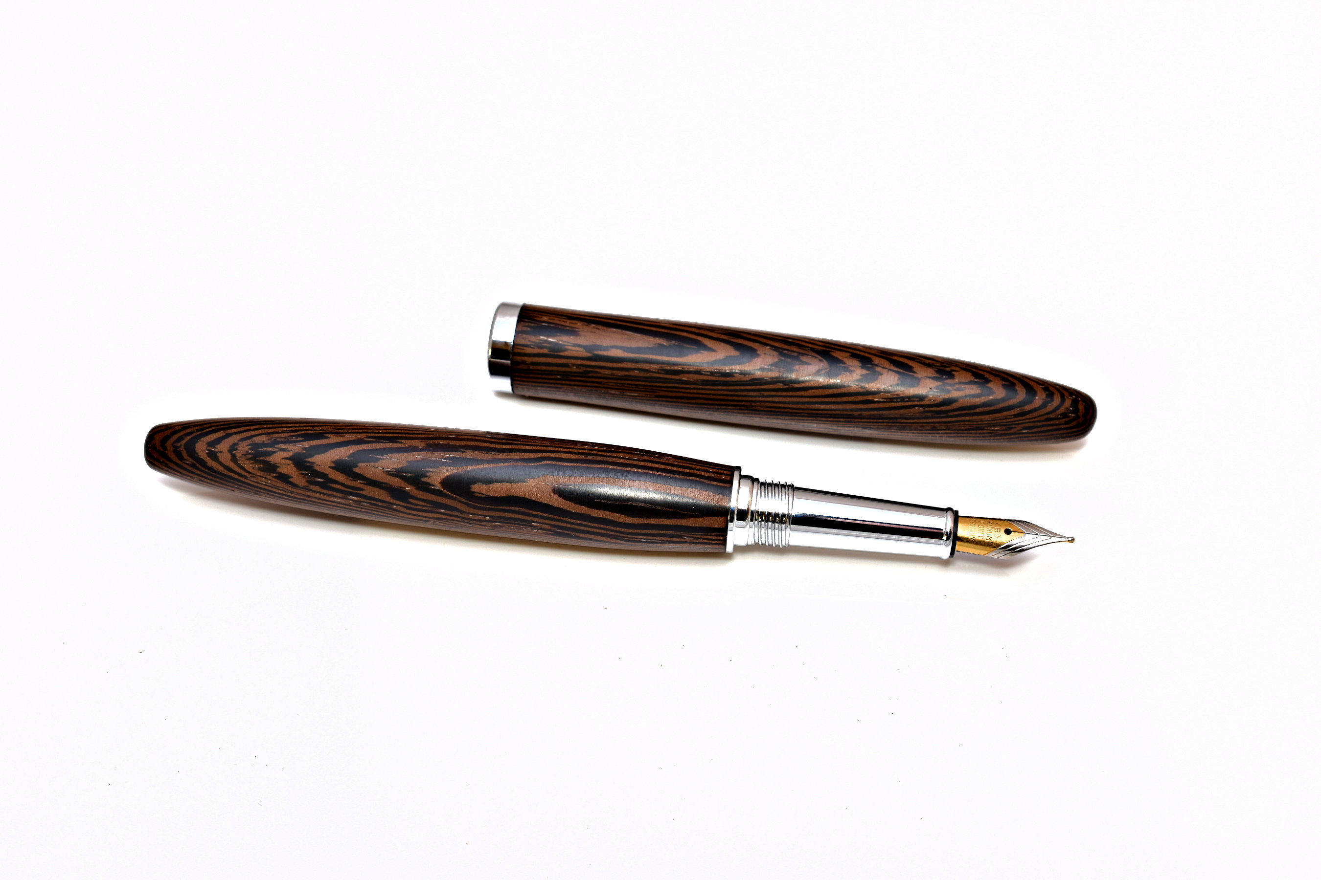 Füller in Zigarenform aus Holz