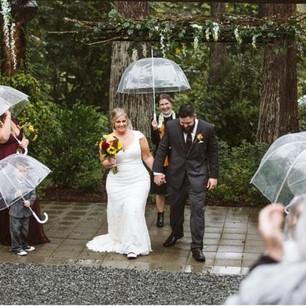Real Snohomish Wedding: Rainy Fall Wedding at Lookout Lodge