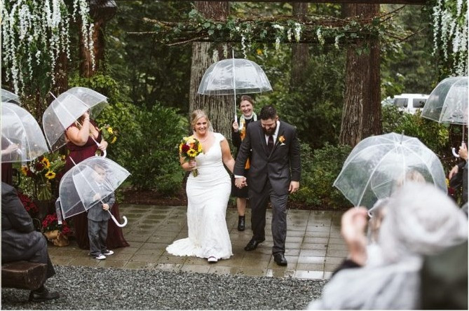 Rainy Fall Wedding at Lookout Lodge in Snohomish