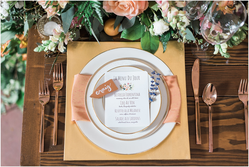 Photos with European market-themed wedding décor from the 2018 Snohomish Wedding Tour at garden Jardin del Sol, a wedding venue in Snohomish that's near Seattle, WA. | My Snohomish Wedding | Snohomish Wedding Planning