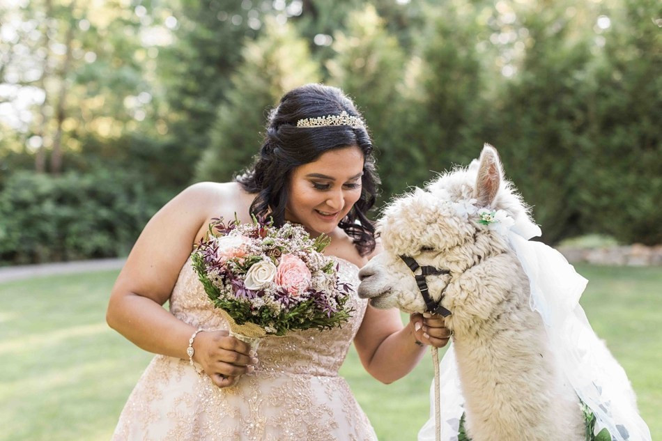 An outdoor summer wedding at Green Gates at Flowing Lake in Snohomish, a wedding venue near Seattle, WA. | My Snohomish Wedding | Snohomish Wedding Planning