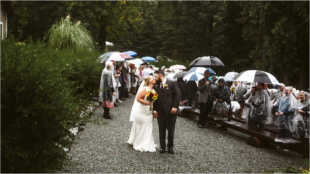 Rainy fall wedding ceremony at Lookout Lodge.