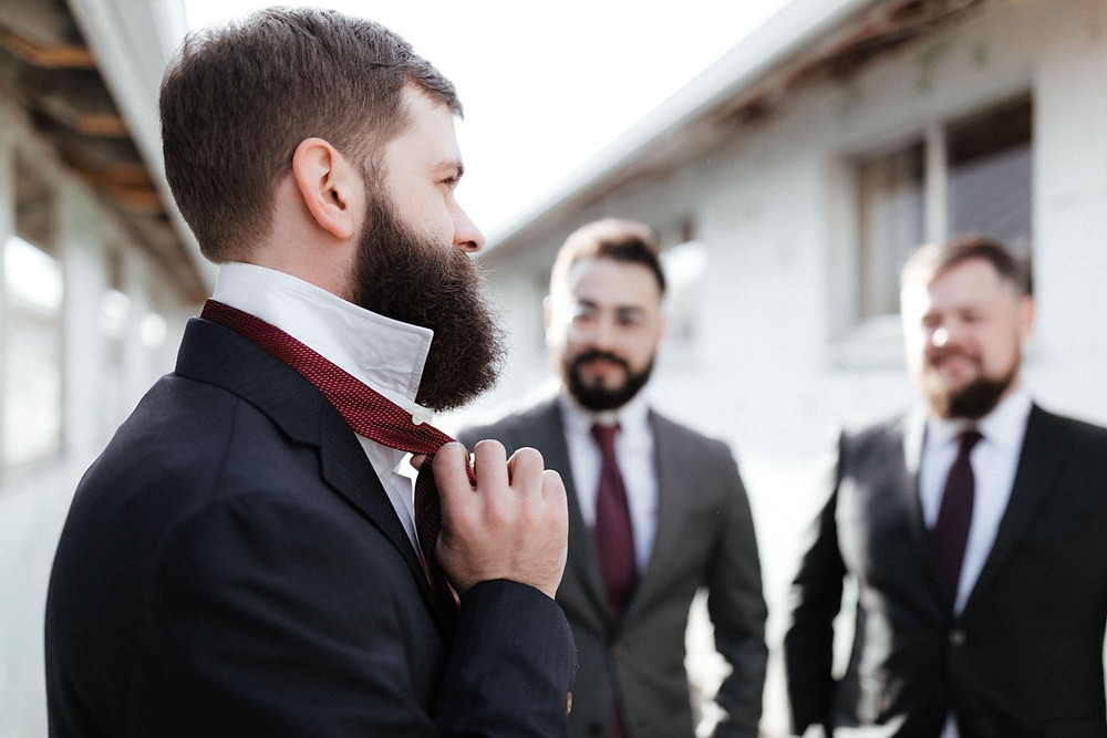 A groom gets ready for his winter wedding at Dairyland in Snohomish, a wedding venue near Seattle, WA. | My Snohomish Wedding | Snohomish Wedding Planning