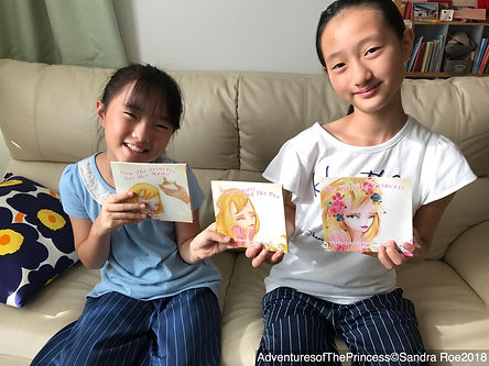 Hiroe Hamanaka - kids with my books Sept