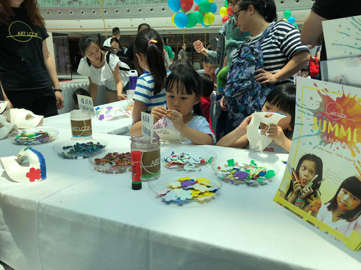 2019/05 Partnering with Hong Kong Art Gallery Association to run Family Art Day