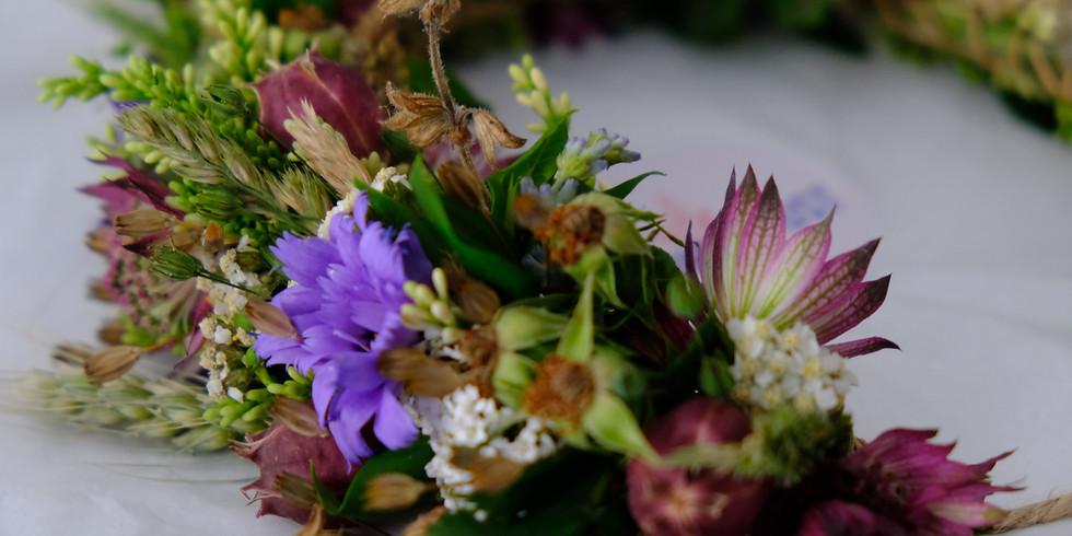 Blumen-Haarkranz binden