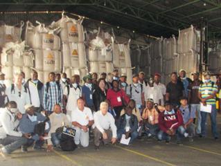 Grupo de estudantes africanos realiza visita técnica na Cocatrel