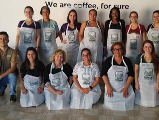 Produtoras do Caféina Cocatrel aprendem técnicas de classificação e degustação de cafés