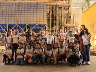 Estudantes visitam a Cocatrel para aprender sobre os processos do café