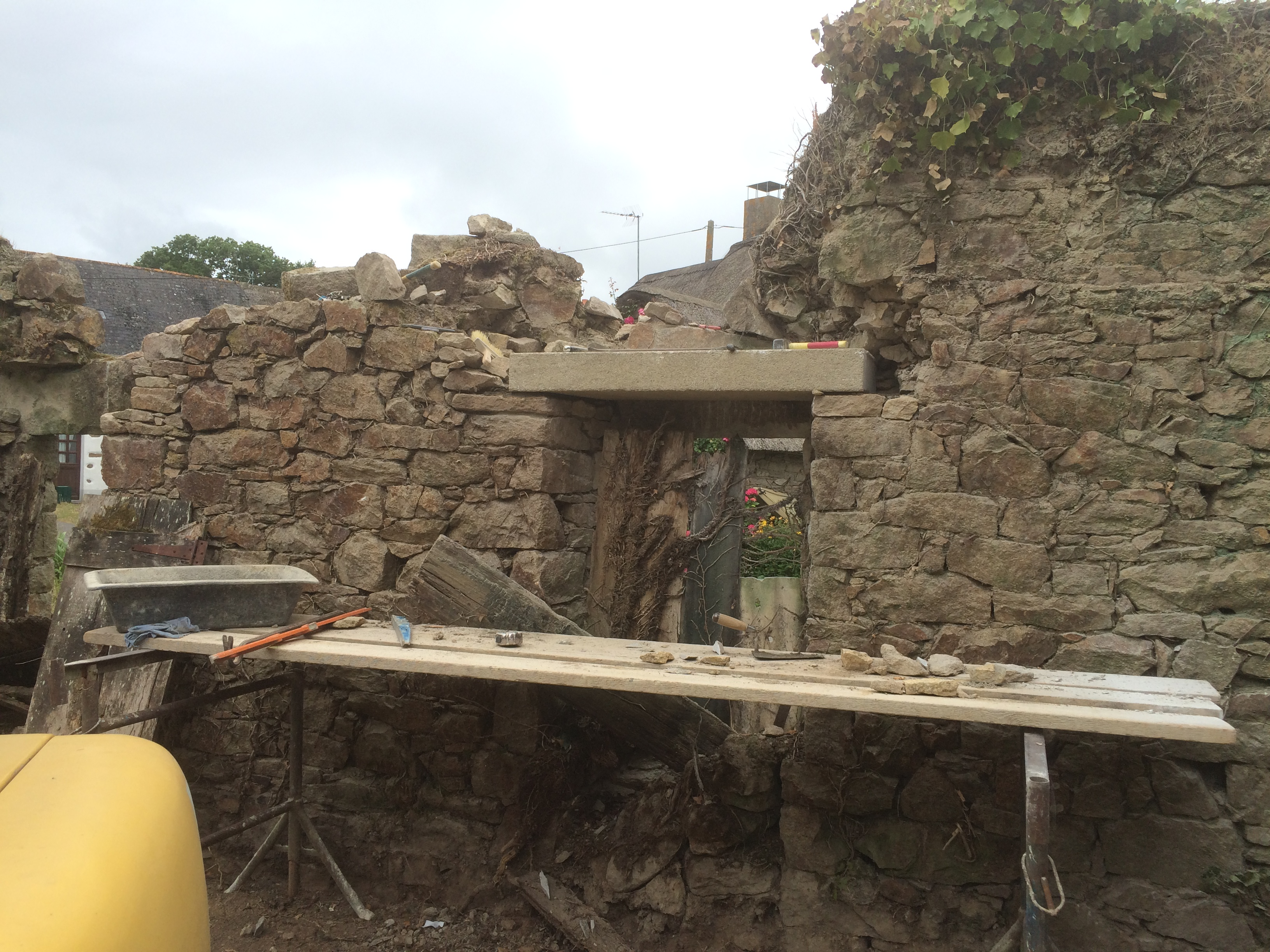 Pose d'un linteau granit rénovation