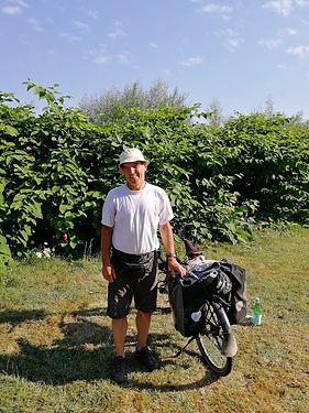 Cyclotouriste venu d'Allemagne et qui rejoint la Bretagne en suivant la Loire puis le canal de Nantes à Brest. Bonne route Joaquim!