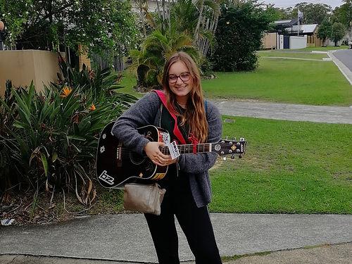 Elle est adorable, elle chante merveilleusement bien, elle joue de la guitare et elle est bilingue, c'est....ma filleule Lucile qui vit à brisbane et avec qui nous partageons nos derniers jours en Australie ! Désolé ma belle si ce n'était pas complètement des vacances, mais que c'était bon de t'avoir avec nous ! ❤️