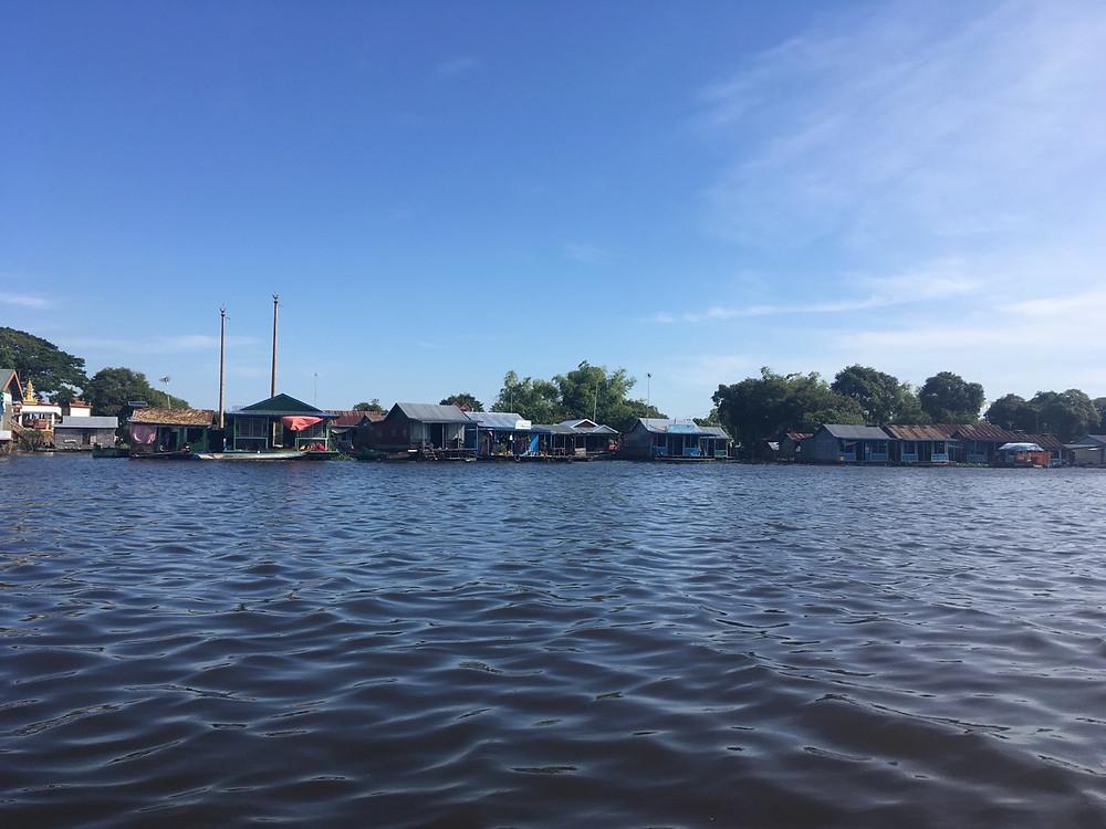 Tour du monde à vélo en famille Cambodge village flottant