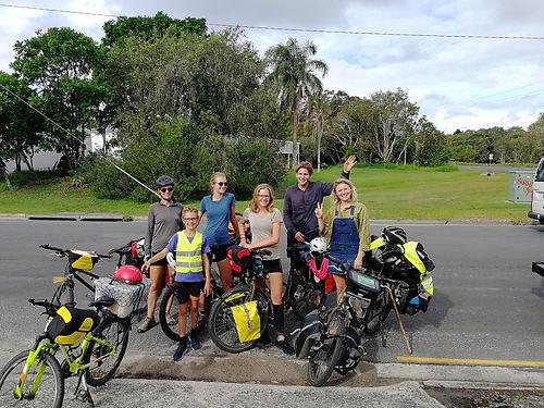 Nous rencontrons une première fois ce charmant couple de Melbourne du côté d'Eden, puis une seconde fois à Byron bay, soit 1.200 km plus loin, ce qui est pour le moins improbable !  Et les 2 fois le contact passe bien avec ces jeunes gens ouverts, curieux et attentionnés.