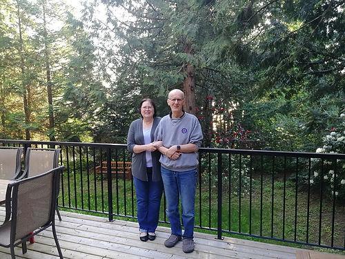 Vincent est le grand cousin de Gilles, c'est à dire le cousin de la maman de Gilles. Il vit avec Katie à Vancouver et dispose d'une maison sur le lac d'Harrison hot Springs où ils nous accueillent chaleureusement. Aller si loin pour découvrir sa propre famille, et bien ça vaut le coup ! De repas délicieux en promenades magnifiques saupoudré d'échanges très intéressants, génial, merci !