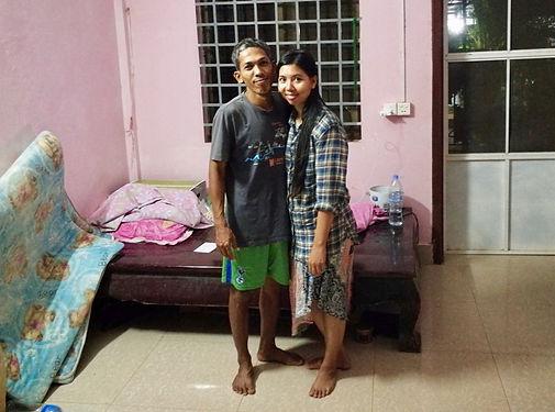 Membre de la communauté Warmshower, Seyha nous accueille 3 jours durant dans sa demeure de Siem Reap. Avec Wii son épouse, ils nous mettent à l'aise et nous intègrent dans la vie locale avec une générosité particulièrement notable. Seyha est engagé dans de nombreuses causes, toujours tournées vers les autres et il fait d'ores et déjà partie des références de ce voyage que nous garderons en mémoire à jamais. Merci !