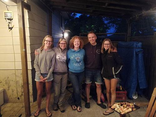 La famille de Salomé, ils nous accueillent pour une excellente soirée à Mississauga (Toronto), des échanges très intéressants autour d'un bon BBQ !